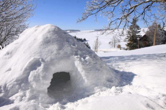 Raquettes et bivouac sous igloo ou tipi chauffé